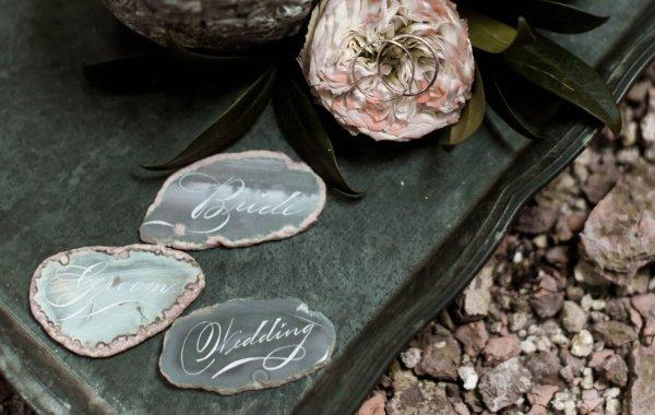 Каллиграфия на агатах для свадьбы